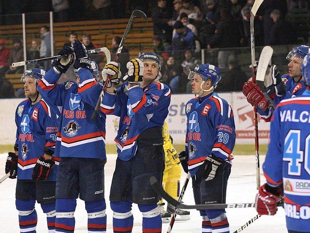 Orlovští hokejisté se loučí se svými fandy. Rozloučí se i s Orlovou? Přesune se orlovský hokej do Karviné?