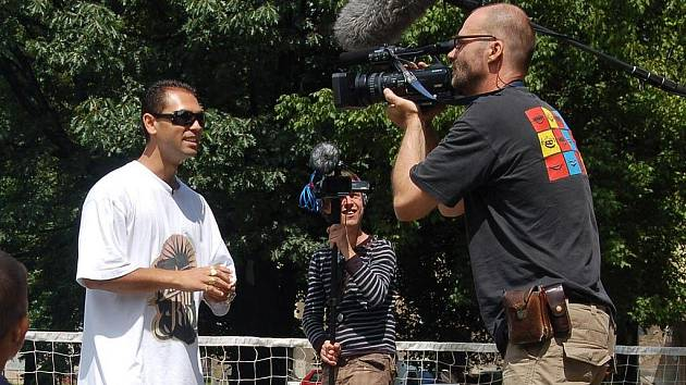 Režisér Martin Řezníček natáček v sobotu v Karviné část svého dokumentu s názvem Shit Credit o lichvě mezi Romy v Karviné.