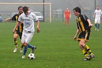 Petrovičtí fotbalisté začali zimní přípravu bez Jana Urbana (vlevo).