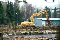 Přípravné terénní práce v areálu bývalých skleníků