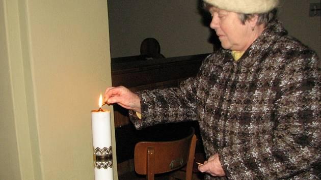 Betlémské světlo v albrechtickém kostele
