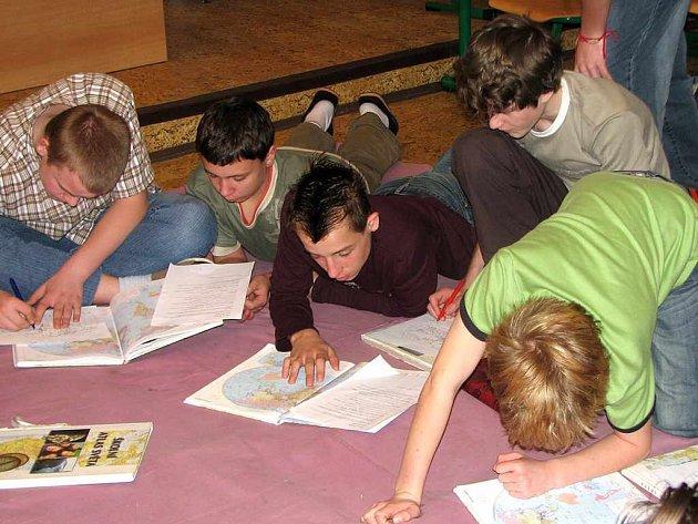 Vyučování v těrlické škole bylo po celý Den naruby plně v režii žáků.