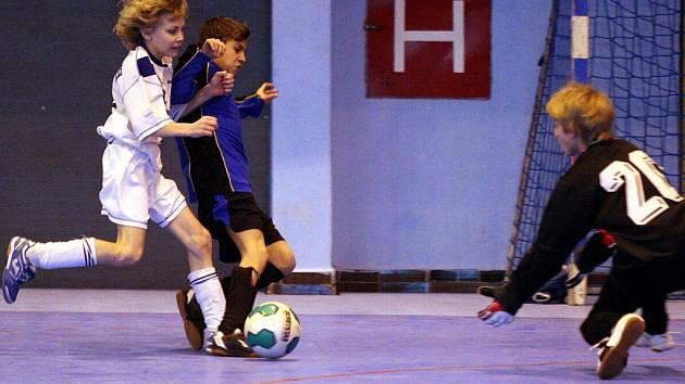 Fotbalovým přípravkám připravil OFS v zimě dva halové turnaje.