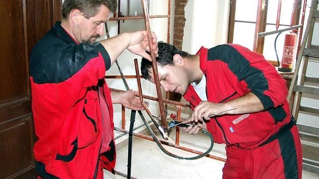 Zájem zaměstnavatelů je především o kvalifikované řemeslníky. Ti nemají se sháněním práce větší problémy.