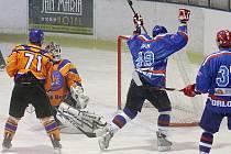 Orlovští hokejisté přehráli doma Hodonín. Mocným finišem mu nasázeli osm gólů.