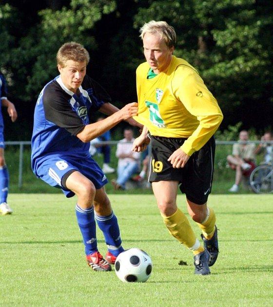 Momentky z dnešního přípravného utkání Karviná (žluté dresy) - Olomouc.
