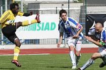 Ne všichni hráči se ve fotbalovém MFK OKD Karviná uchytí, jako například Kamerunec Tchami (vlevo).