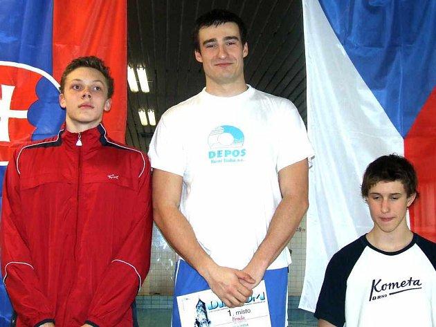 Ondřej Broda (uprostřed) vyhrál tři disciplíny.