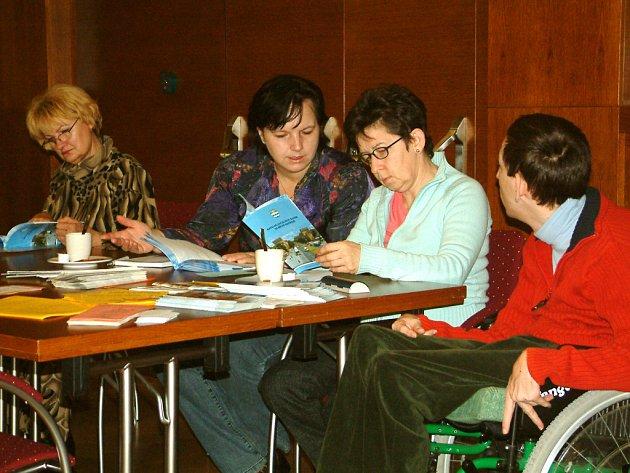 První výtisky nového katalogu byly rozdány účastníkům konference.