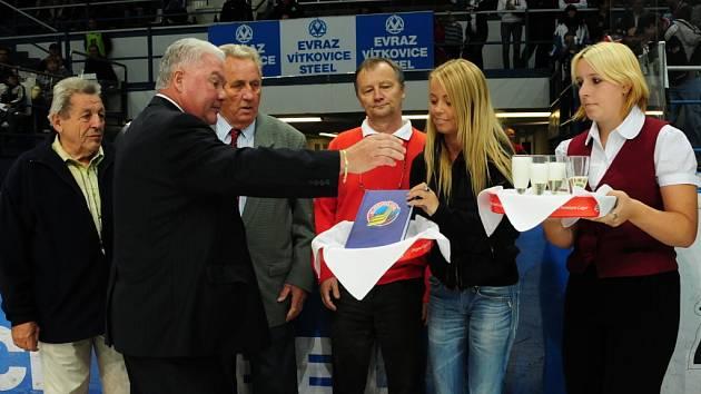 František Černík při křtu knihy