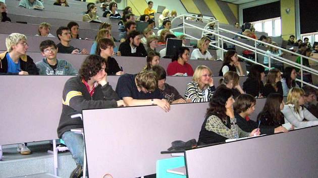 Studenti z Gymnázia z Havířova-Prostřední Suché absolvovali přednášku na Vysoké škole báňské.