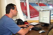 Obě světelné výsledkové tabule se na havířovském zimním stadionu řídí pomocí počítače.