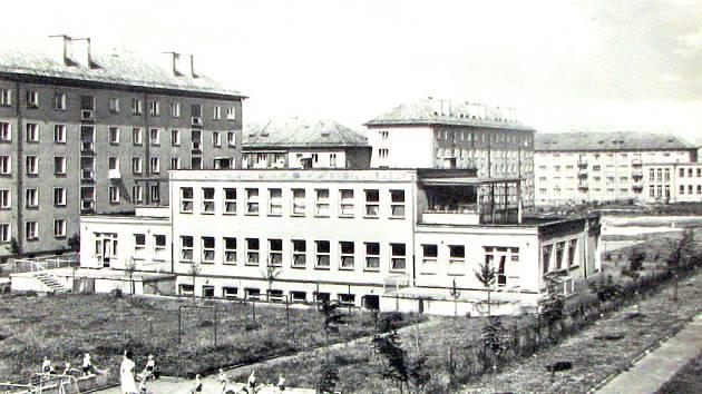 Pohled na zadní část jeslí ve druhé polovině šedesátých let 20. století.