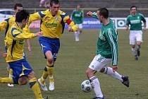 Karvinští fotbalisté (v zeleném) prohráli doma po hodně slibném představení se Zlínem 2:3.