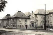 Dobový snímek českotěšínské nemocnice.