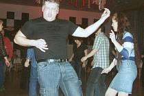 Až do tří hodin rána se bavili vyznavači rockové muziky na orlovském plese ROCK MAX.