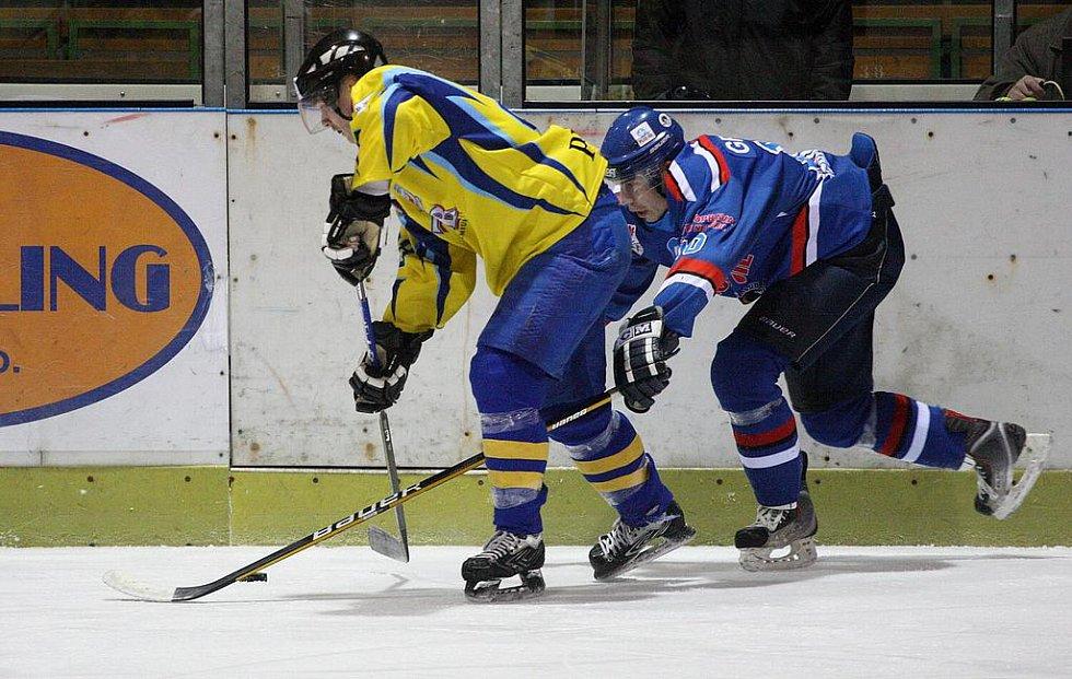 Momentky z duelu Orlová (modré dresy) - Přerov.