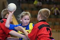 Na turnaji v miniházené bojovaly kromě chlapců i dívenky Sokola.