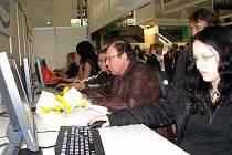 Návštěvníci si v pavilonu V mohli vyzkoušet softwarové produkty.