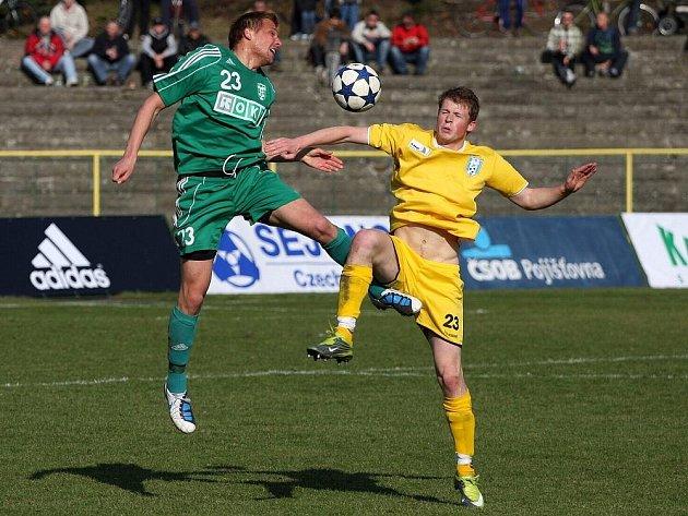 Fotbalisté Karviné (v zeleném) nedokázali překonat jistým dojmem působící obranu Vlašimi. Zápas skončil bez branek.