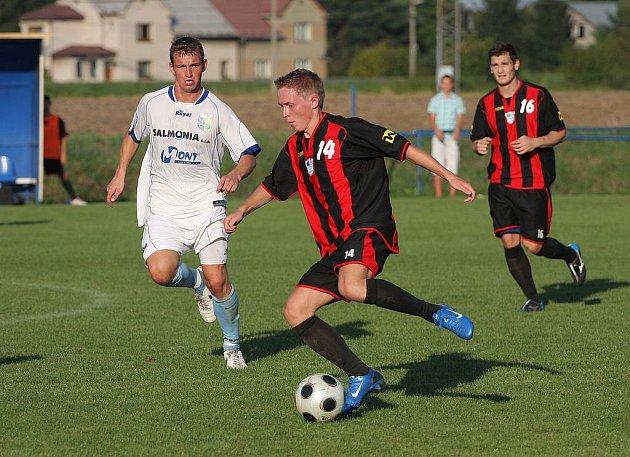 Petrovice (v bílém) porazily Havířov 2:0.