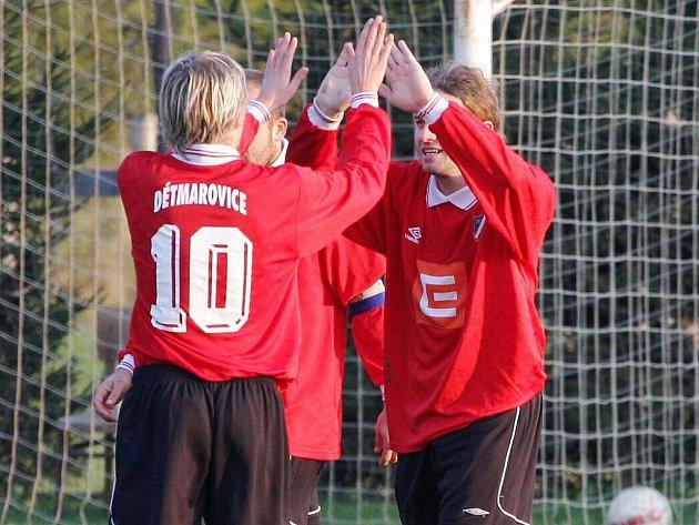 Hráči Dětmarovic se radují - patří jim Okresní pohár.