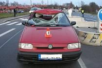 Nehoda osobního vozu s chodcem v Petřvaldě