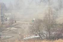 Do regionu s nejhorším ovzduším v České republice se vozí popílek z oblastí, kde problémy s ekologickou zátěží téměř neznají.