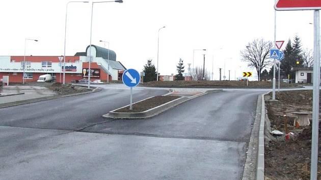 Křižovatka nebyla pro závody upravena.