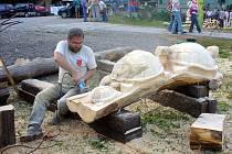 Tradiční Řezbářské dny se konají v Rybím domě v Chotěbuzi u Archeoparku.