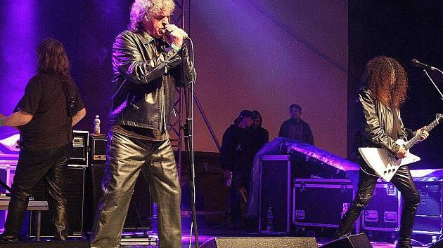 V Karviné na jednom pódiu v sobotu vystoupili Ivan Mládek, Zdeněk Izer, kapely Salamadra, Citron a Progres 2.