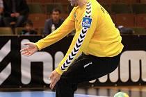 Brankář Karviné Lubomír Drápal likviduje další sedmičku Hranic. V neděli pustil za svá záda jen dvacet míčů!