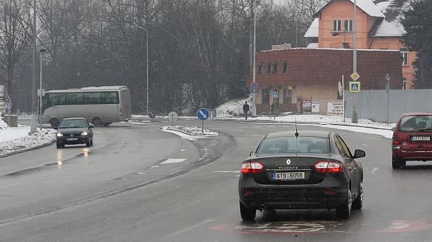 Křižovatku v Orlové by měly řídit semafory