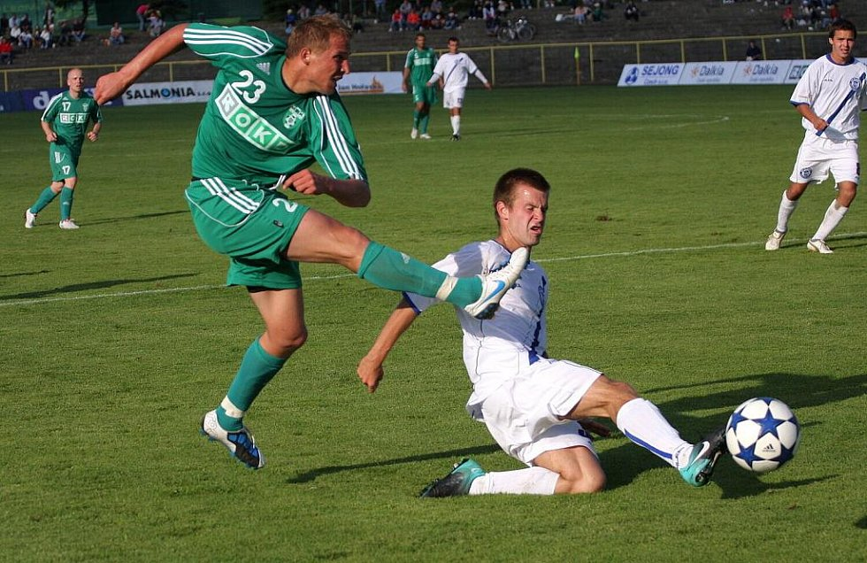 Karvinští fotbalisté (v zeleném) prohráli s Kladnem 0:2.