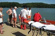 K tonoucímu plavci v Těrlické přehradě byli v sobotu odpoledne voláni vodní i pozemní záchranáři. Jak se ukázalo, nešlo o tonoucího, ale o zraněného.