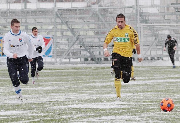 Admir Vladavić (vpravo) zasáhl například do přípravného utkání s Baníkem, ve kterém dal gól.