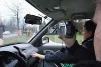Dopraváci pomocí videokamery dokumentovali vozidla, jejiichž řidiči nerespektovali příkaz k zastavení.
