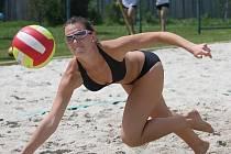 Turnaj žen v plážovém volejbale.