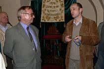 Průvodcem po kostele Ježíšově byl správce muzea a jeho kustod Marcin Gabryś (vpravo).