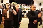 Ve Stonavě v sobotu ukončili sezonu zimních bálů tradičním rituálem pochovávání basy.