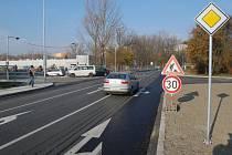 Průjezd místem je pohodlnější, i když doprava v míste brzy zhoustne.