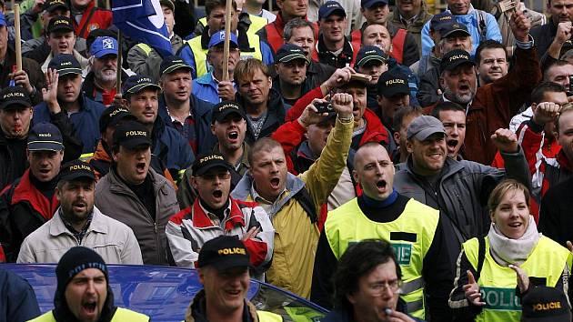 Protest policistů a hasičů v Praze. Archivní snímek