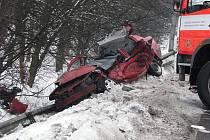 Tragická nehoda v Karviné-Loukách, kde kamion doslova sešrotoval osobní vůz Renault Thalia.