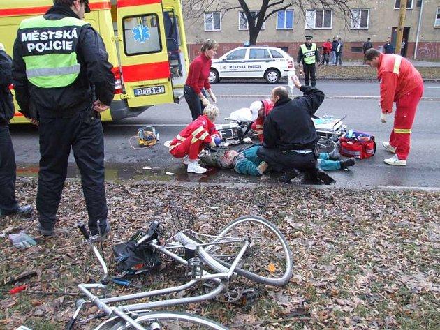 Nehoda cyklisty s dodávkou na Národní třídě.