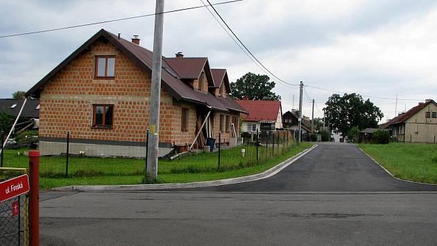 Lidé z Horní Suché raději v neděli nepokračují ve stavbách svých domů, aby se nedostali do křížku s vyhláškou o hlučnosti