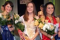 Miss Karkulka 2007 Renáta Holmeistrová (uprostřed), druhá Veronika Urbancová (vlevo) a třetí Lucie Zagyiová.
