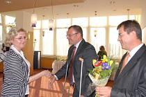 Karvinský primátor Tomáš Hanzel v pondělí při příležitosti Dne účitelů ocenil práci karvinský pedagogů. Letos i těch středoškolských