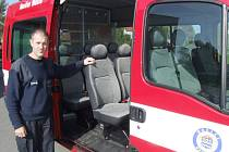 Albrechtičtí hasiči by měli dostat podobný automobil pro přepravu mužstva a vybavení k zásahům, jaké používají například havířovští dobráci.