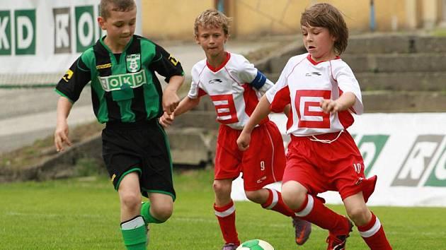 Fotbalový zápas přípravek mezi Karvinou C (v zelenočerném) a Dětmarovicemi (2:6.)