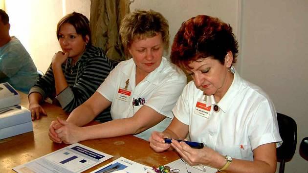 Víc než sto zdravotníků prošlo školením, jak používat inzulínová pera.